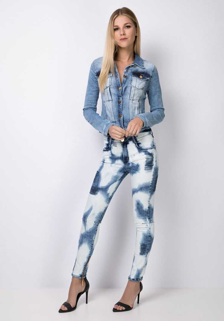 Calça jeans com estampa Tie-dye