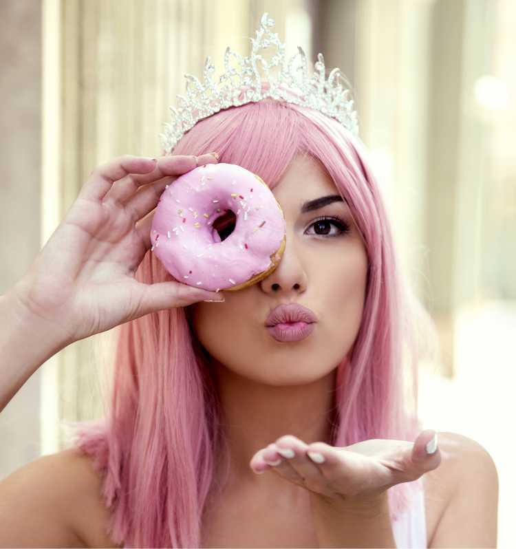 coroa de princesa é um dos acessórios de cabelo para carnaval