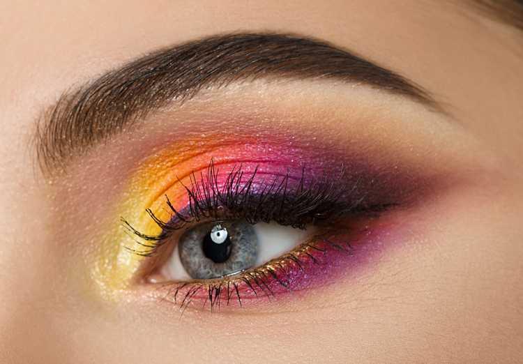 sombra é um dos truques para a maquiagem perfeita de Carnaval