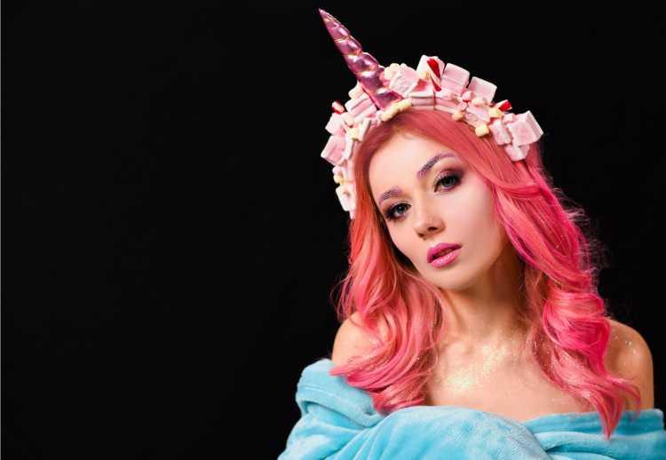 tiara de unicórnio é um dos acessórios de cabelo para carnaval
