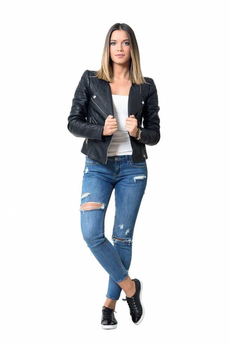 Como se vestir para ir a um show com jeans e jaqueta de couro