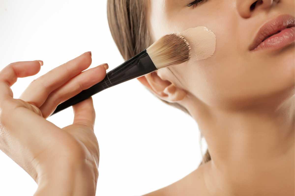 Cuidado com o tom da base na maquiagem para fotos