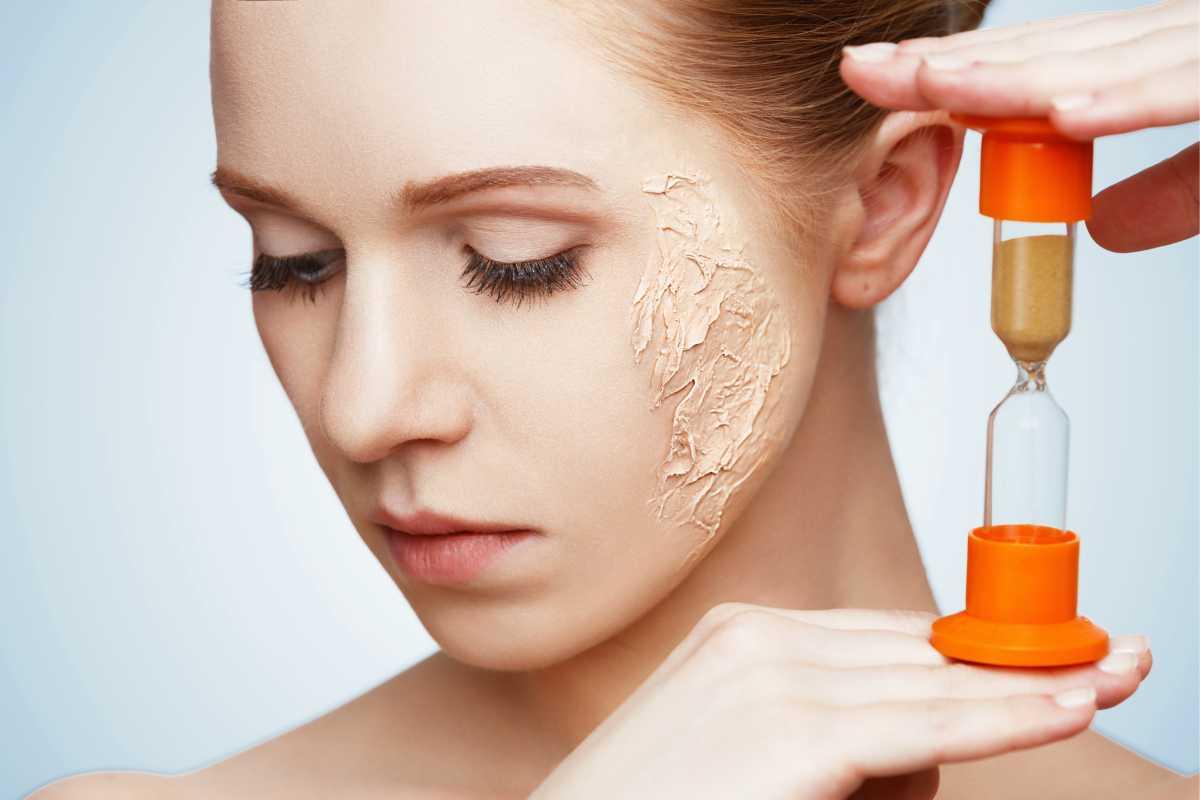 Exagerar na base é um dos piores erros de maquiagem que envelhecem o rosto