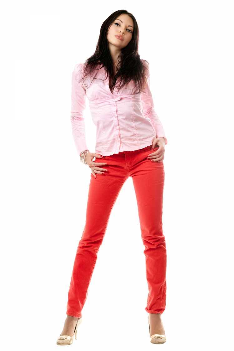 Looks com Mix de Cores blusa rosa e calça vermelha