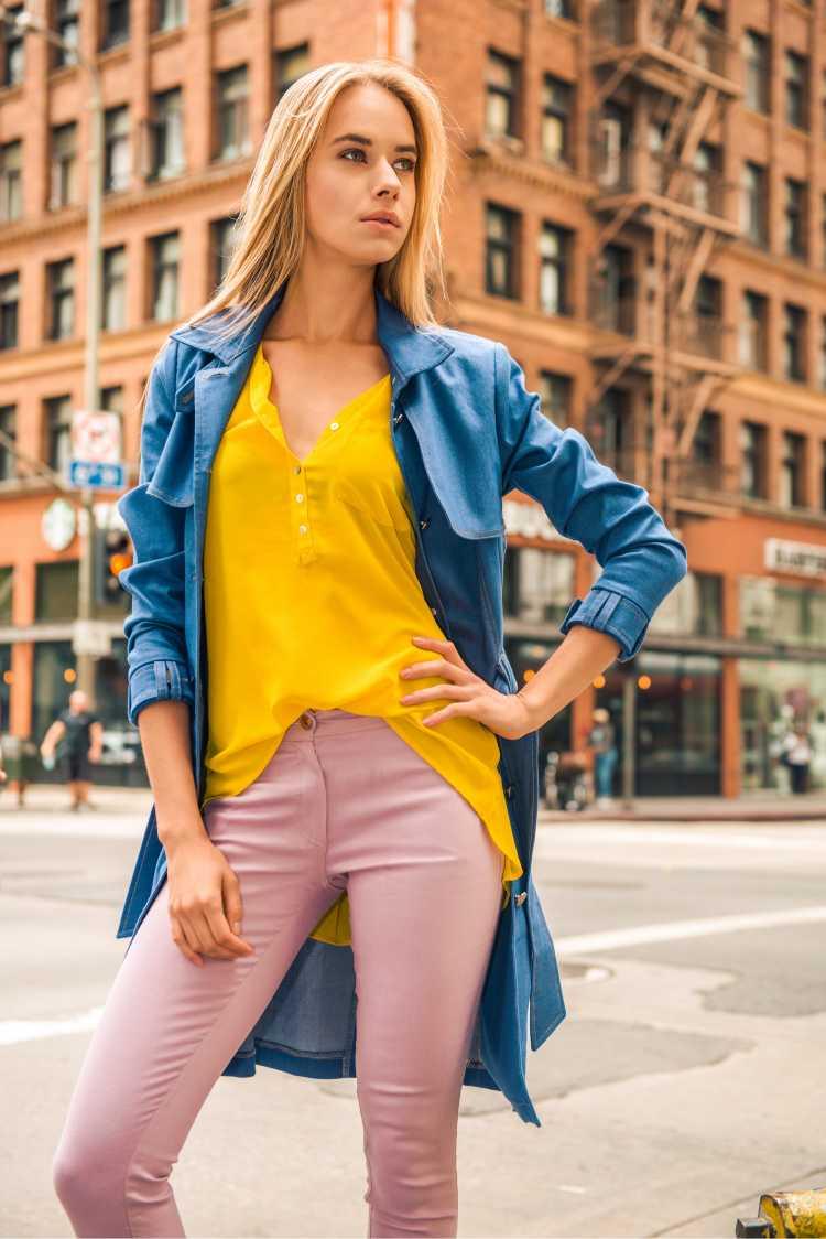 Looks com Mix de Cores com amarelo azul e rosa
