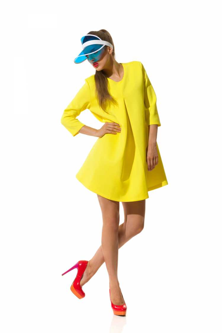 Looks com Mix de Cores com azul, amarelo e vermelho