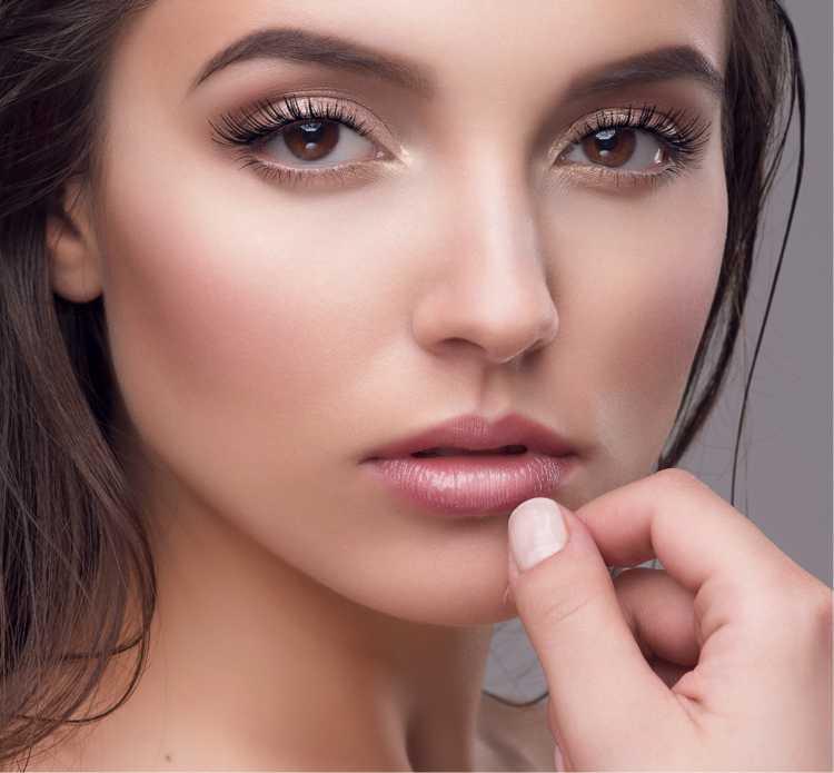 Maquiagem para sessão de fotos com batom nude