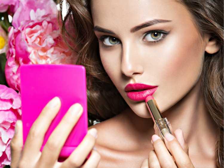 Maquiagem para sessão de fotos com batom rosa escuro