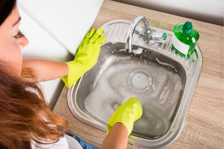 Ralo da pia da cozinha é um dos objetos de casa que são muito sujos