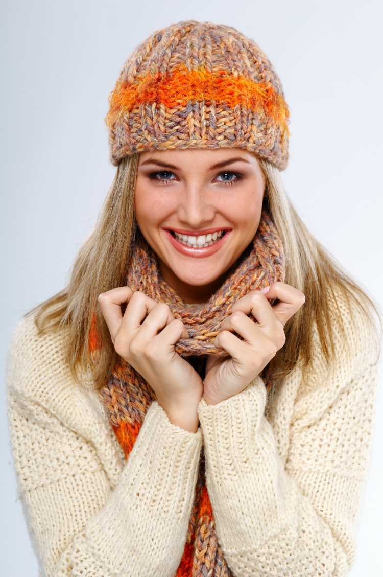 Touca ou Gorro Feminino marrom com laranja