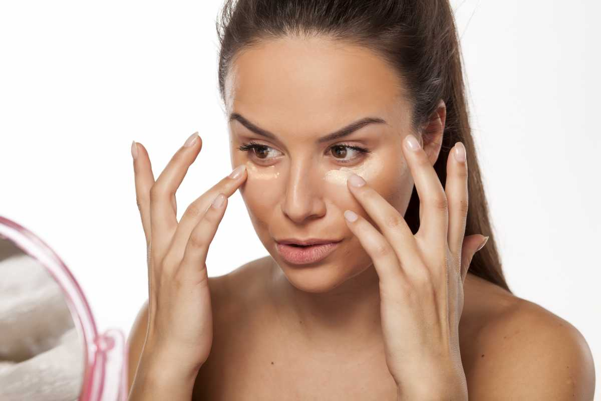 Use Corretivo e Ilumine o rosto na maquiagem para fotos