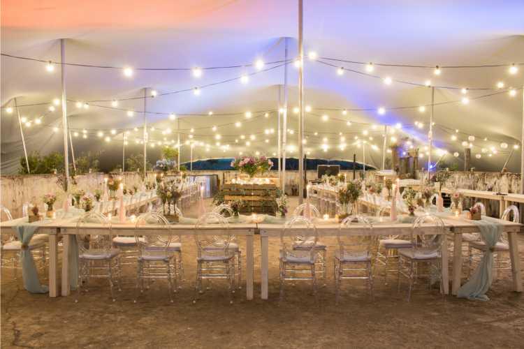 Iluminação simples para casamento com muitos convidados
