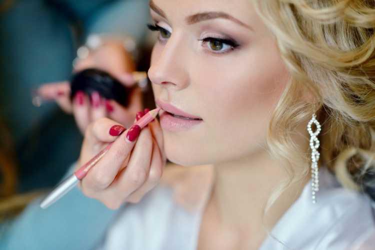 Maquiagem para casamento de dia madrinha loira