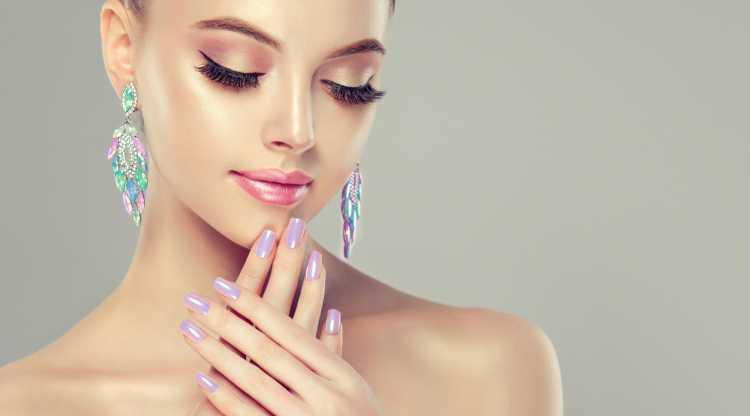Maquiagem para madrinha com batom rosa