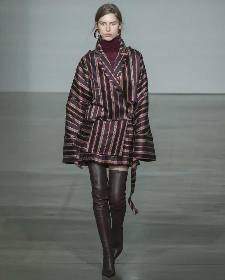 casaco com listras é tendência no inverno 2019