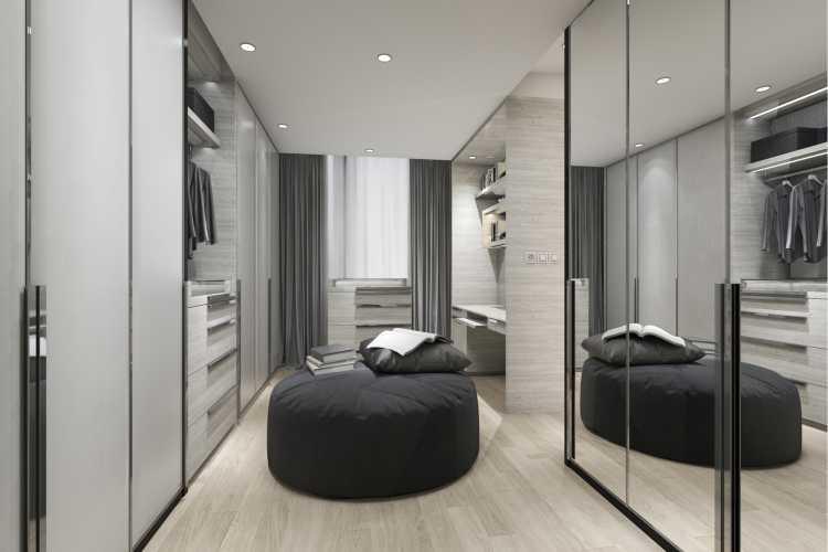 closet preto e branco com espelhos