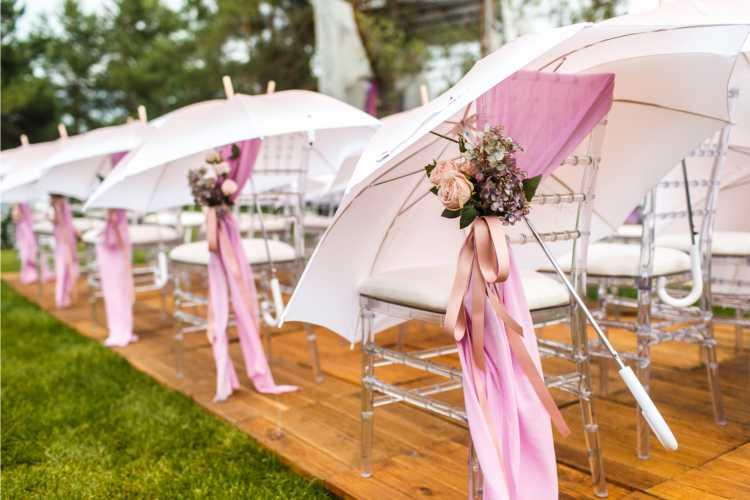 sombrinhas enfeitadas para convidados de casamento