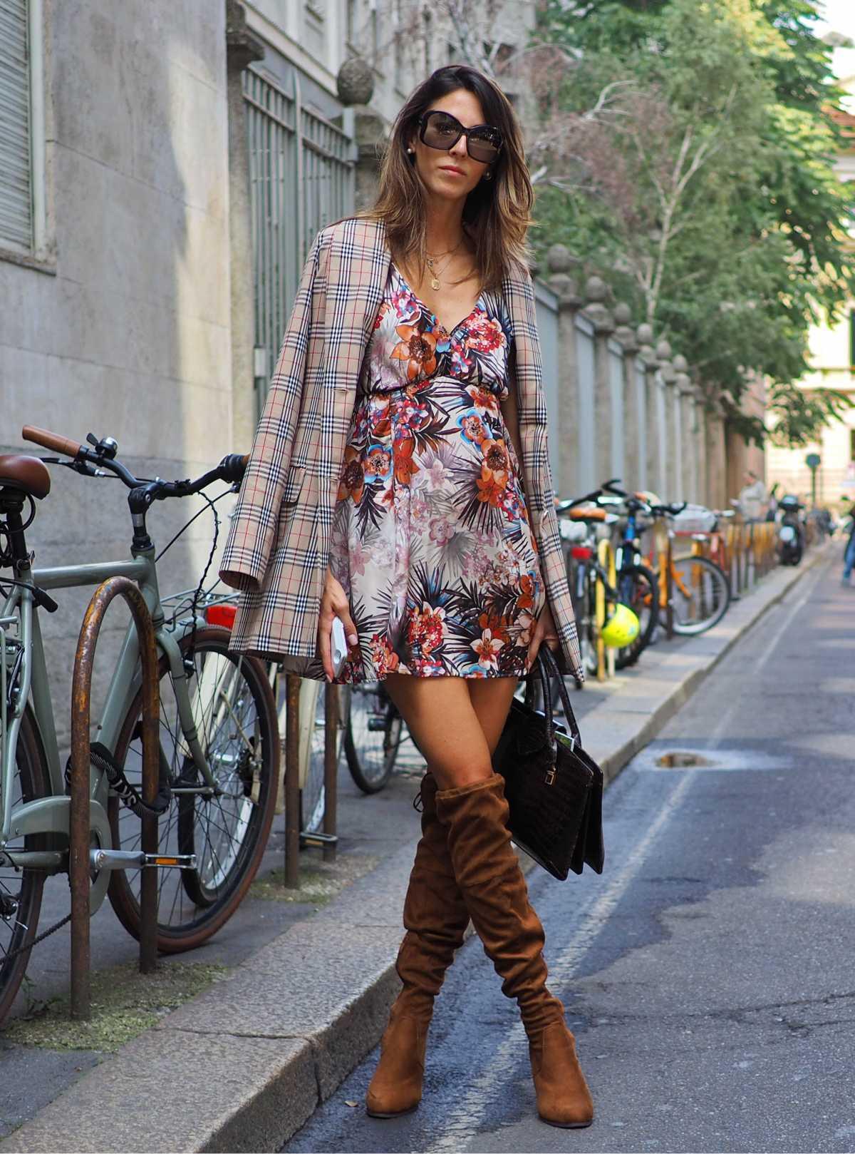 vestido floral e blazer