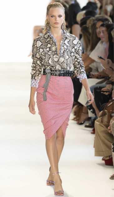 look estiloso com blusa estampada estilo Snake Print