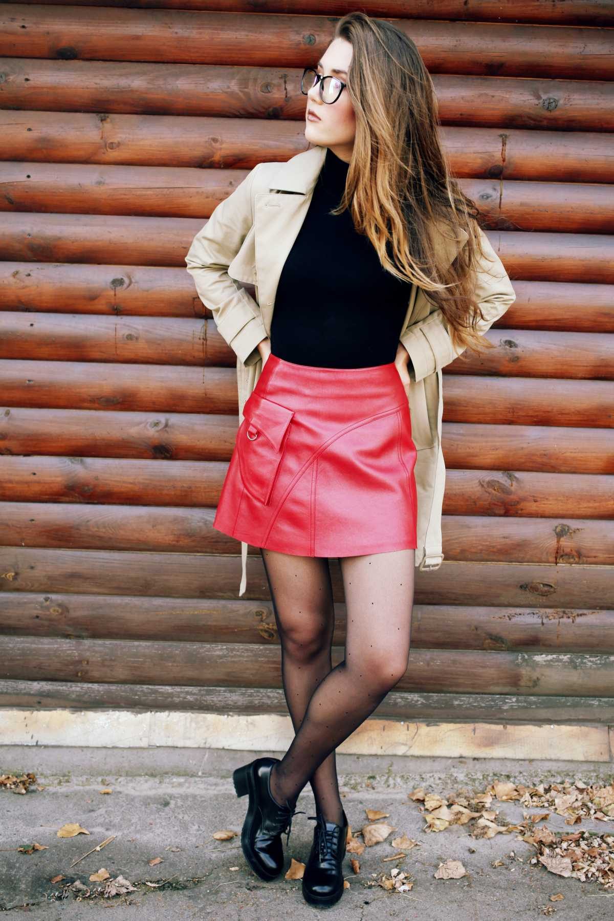 look de inverno com saia vermelha