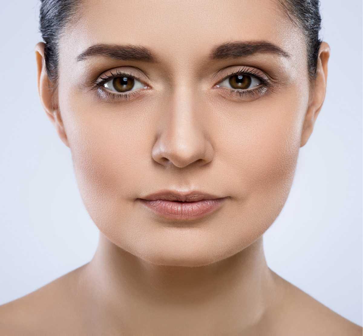 sobrancelha com design perfeito para rosto redondo