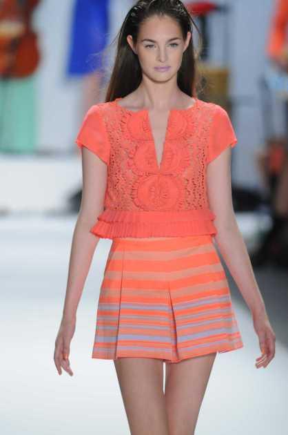 look neon é uma das tendências da moda para o verão 2020
