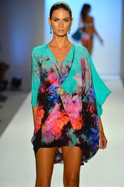 vestido colorido é hit no verão 2020
