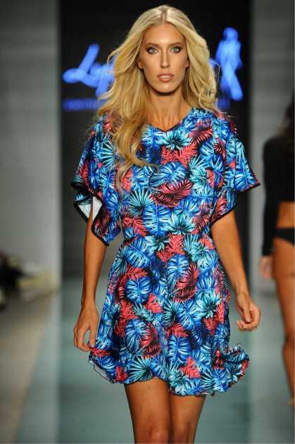 look para o verão com dress azul floral
