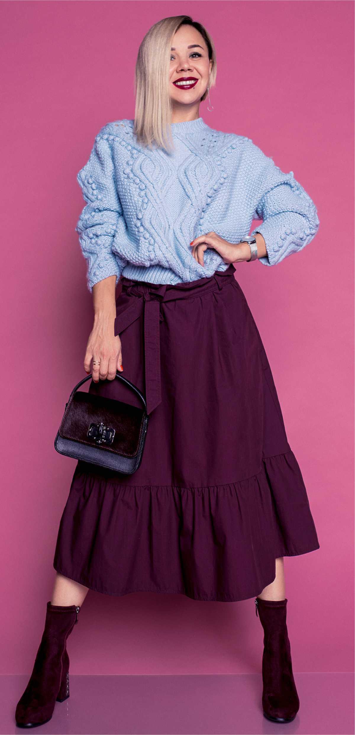 Produção estilo boho com blusa de tricô e saia midi