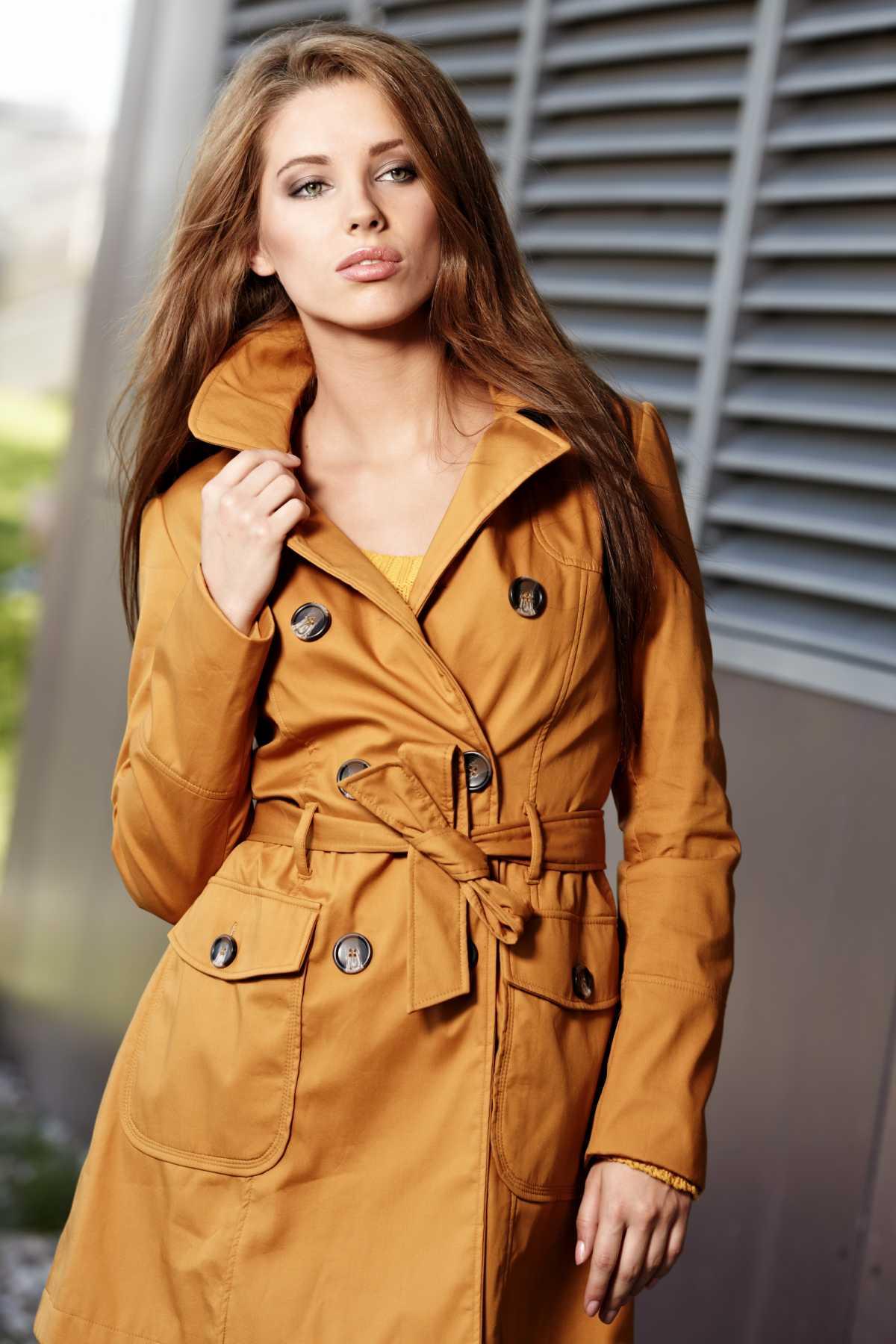 casaco mostarda trench coats