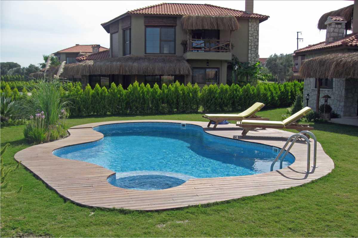 piscina pequena com design diferenciado