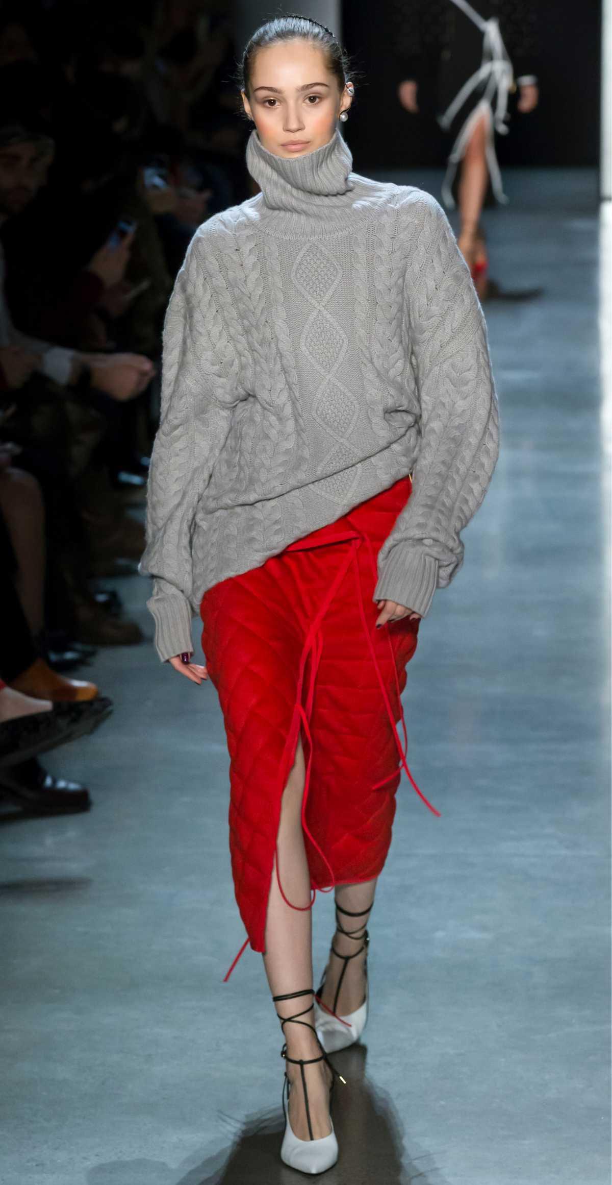 Look boho com blusa de tricô e saia midi