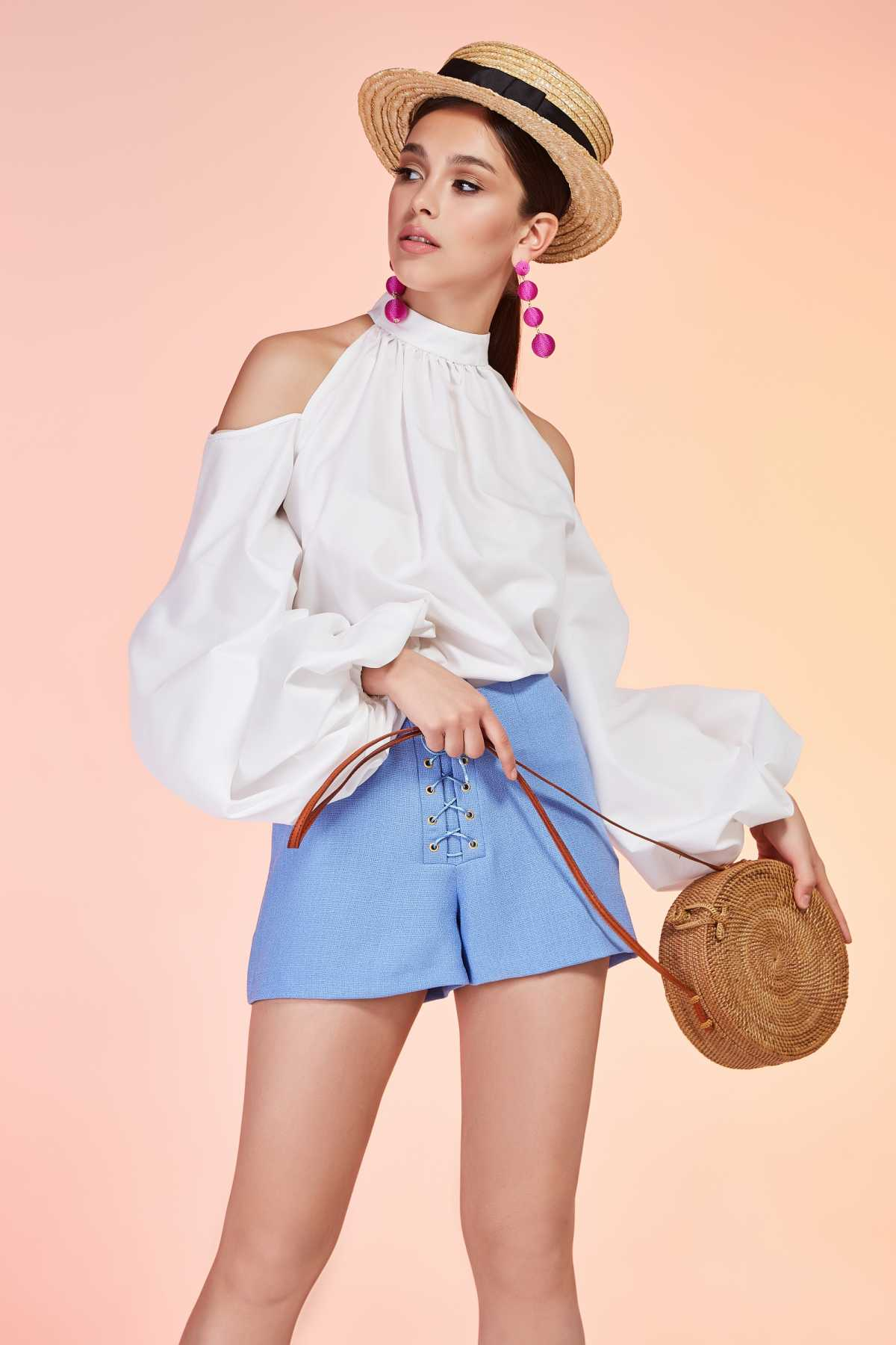 blusa com mangas compridas e bufantes