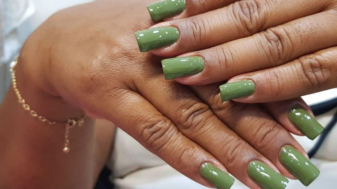 Unhas com esmalte verde - Foto: Canva