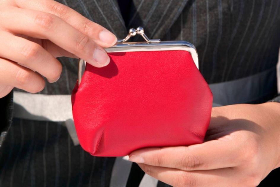 mini bolsa é uma das tendências da moda outono inverno 2020 - Foto: Canva