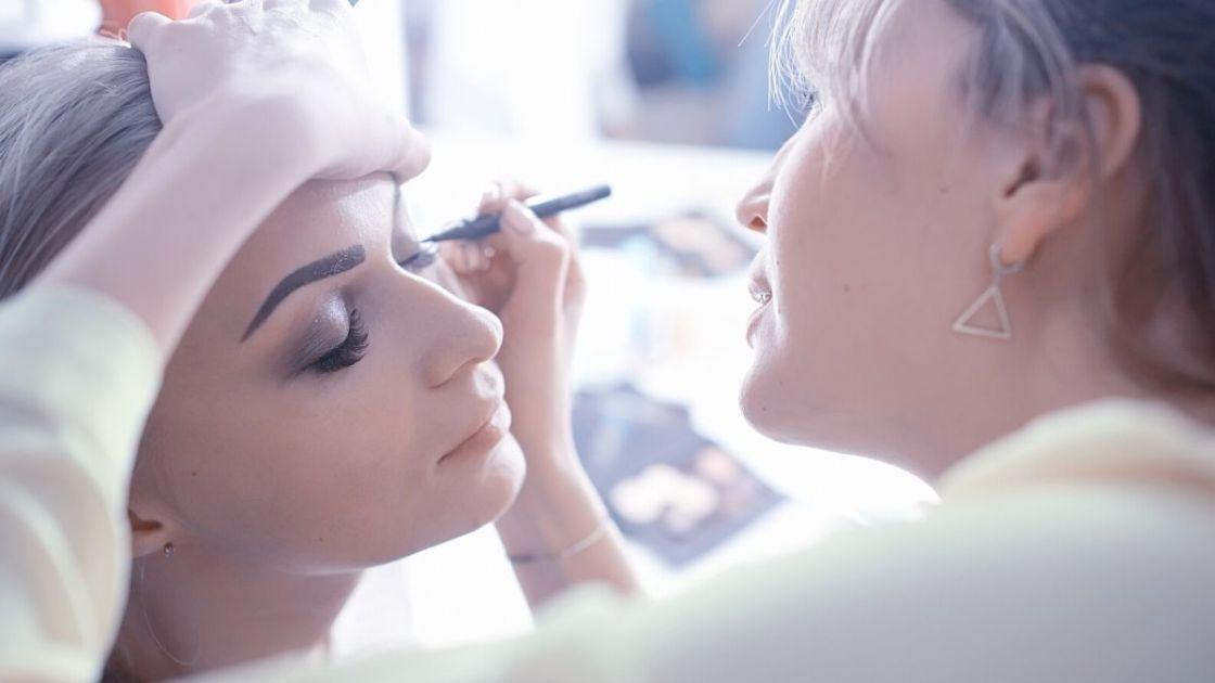 Maquiagem no dia da noiva - [Foto: Canva]