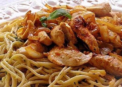 spageti me pule dhe vaj aromatik
