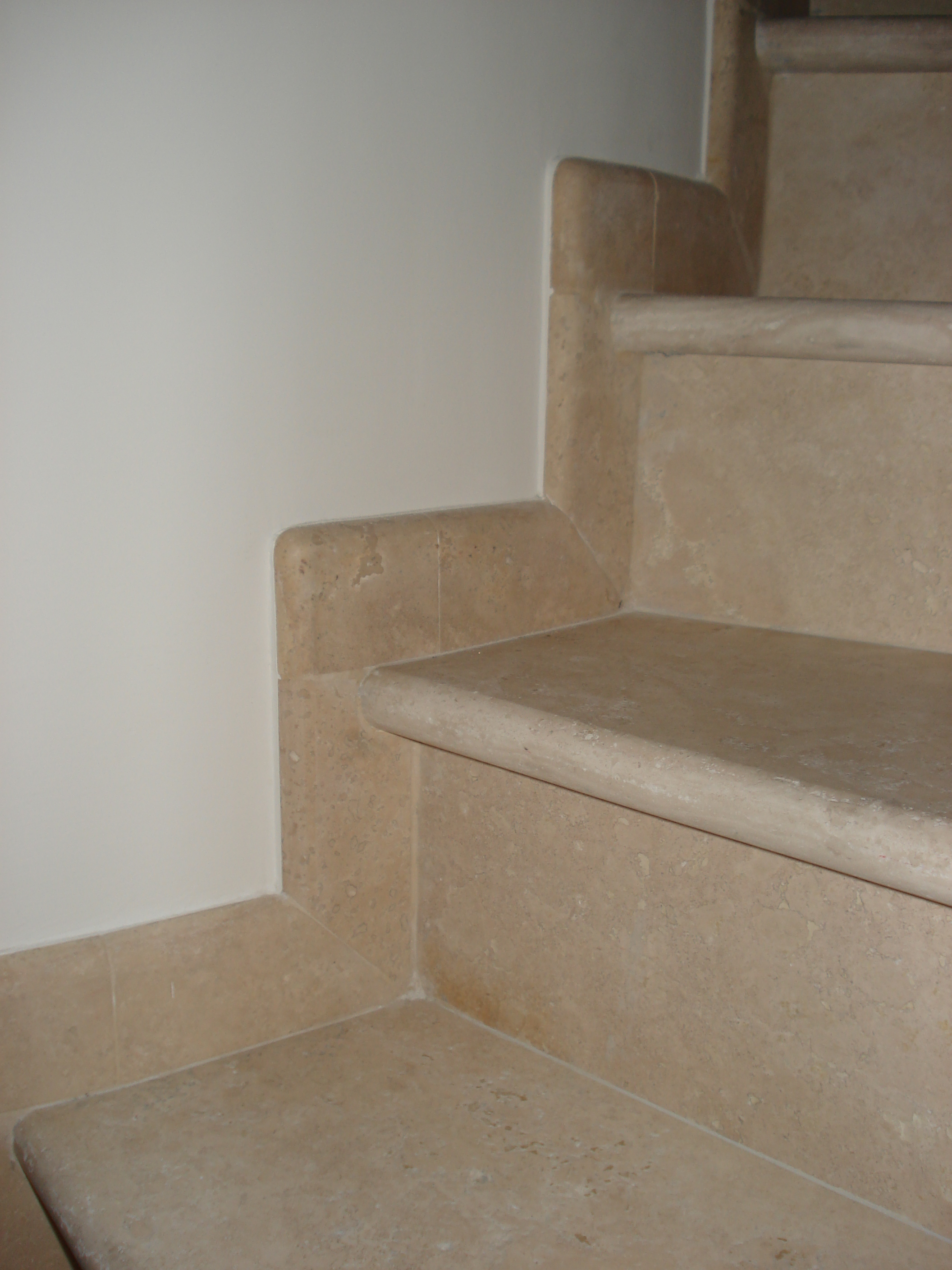 Rivestimento scale in marmo travertino made in Italy  SITEM