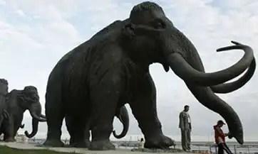Subastan esqueleto completo de mamut