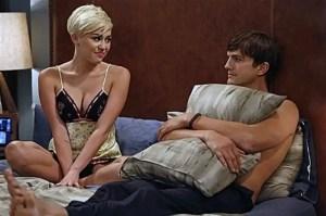Miley Cyrus y Ashton Hutcher juntos en la cama - Fotos