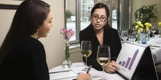 Conoce cuál es la bebida ideal para hacer negocios