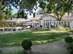 Fotos: Selena Gómez compra una mansión - Selena Gómez se independiza