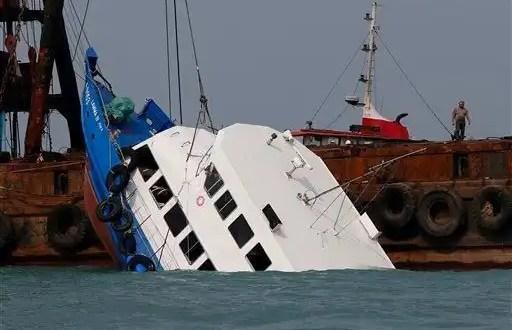 Video - Choque de dos barcos deja 38 muertos