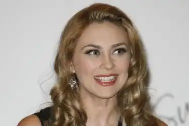 Mujer agrede a Aracely Arámbula