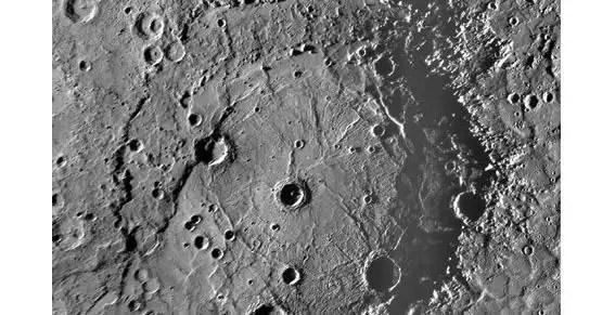 Hallan agua y materiales orgánicos en Mercurio
