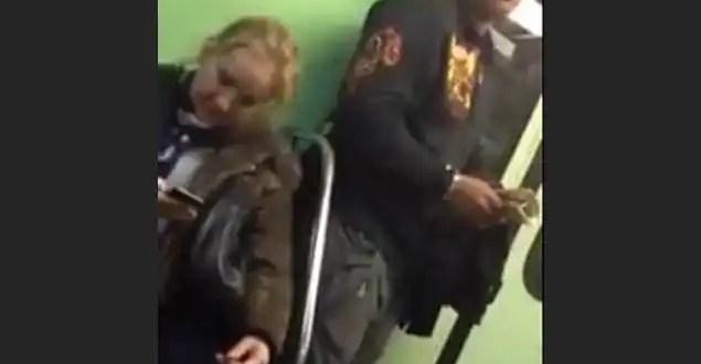 Video: La forma en que pueden robarte el celular en el metro