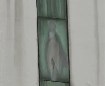 Fotos: Apareción de la Virgen en una ventana
