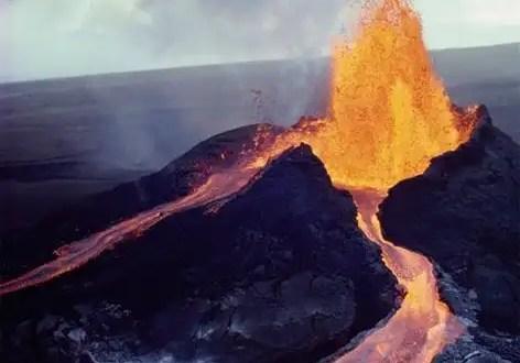 Videos: Volcán Kilauea en Hawaii derrama lava al mar