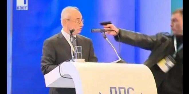 Video: apuntan con arma a un político en pleno discurso