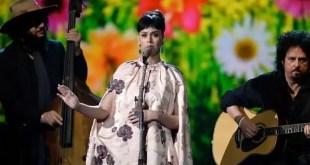 Katy Perry es criticada por cantar 'Yesterday' de The Beatles - Vídeo
